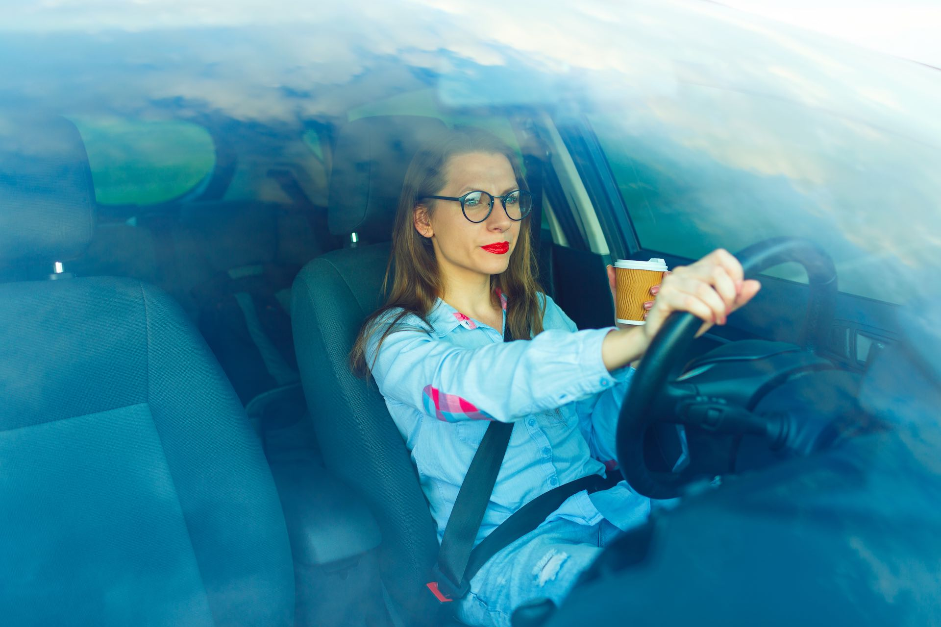 Por qué debo de usar cristales anti-reflectantes cuando conducimos